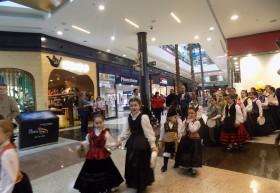 Baile rexional infantil da man das Agrupacións Folclóricas Colexiata do Sar e Buxos Verdes